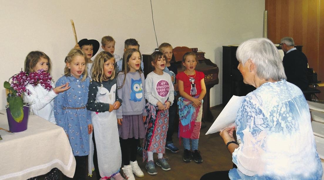 Theater und Gesang der Kinder  entzückten die Besucher