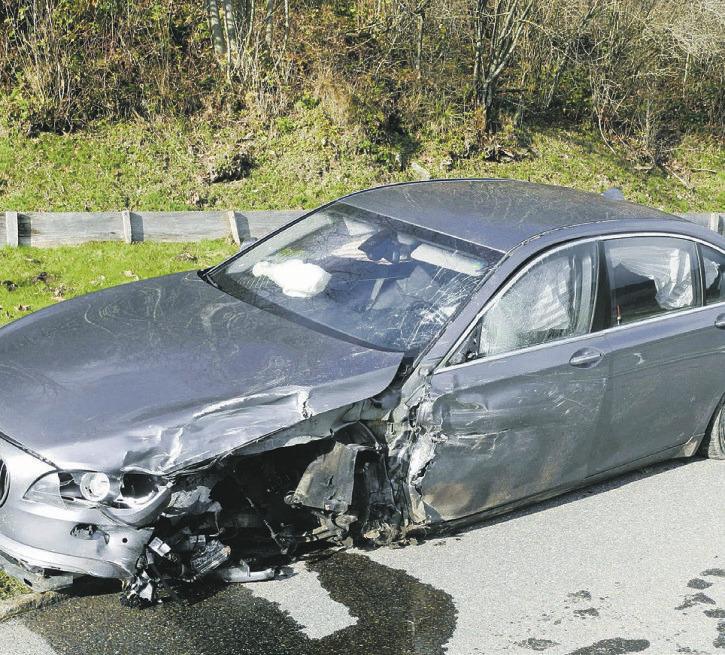 Drei Verletzte nach Zusammenprall   von zwei Autos