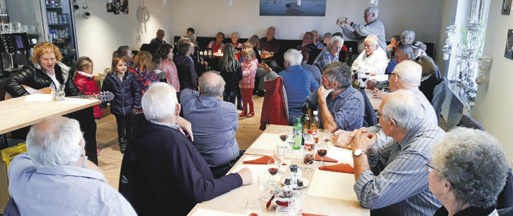 Willerzeller Senioren gemeinsam zu Tisch