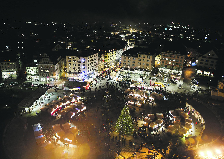 Das Weihnachtsdörfli erstrahlt auf dem  Platz im Platze