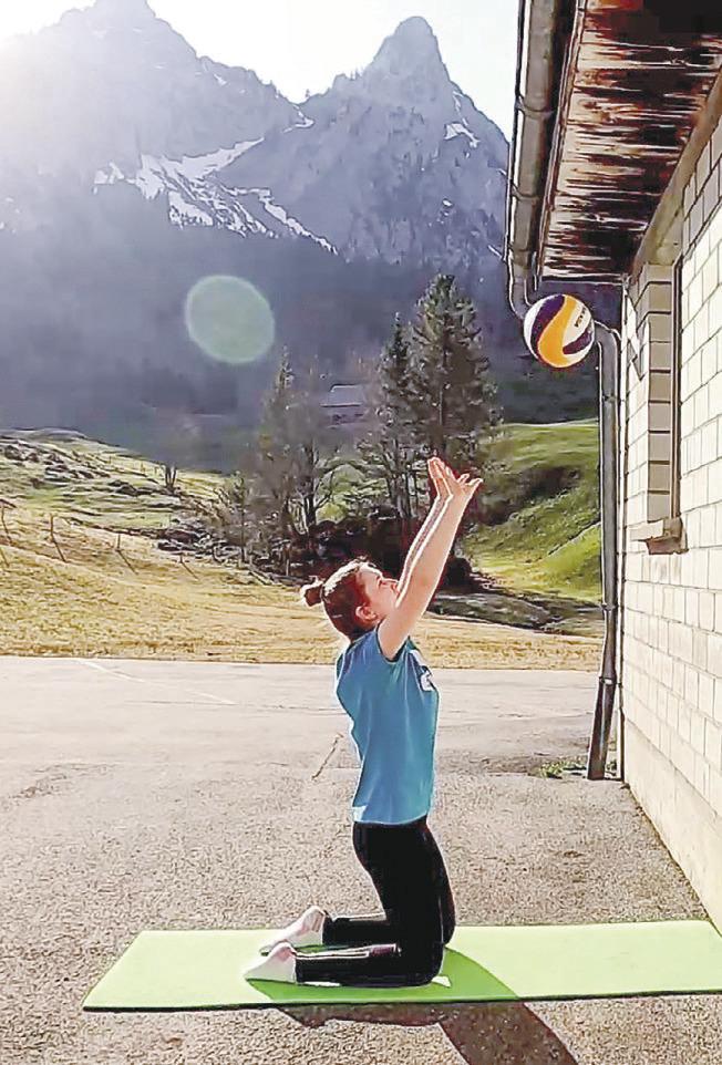 Volleyballer trainieren zu Hause