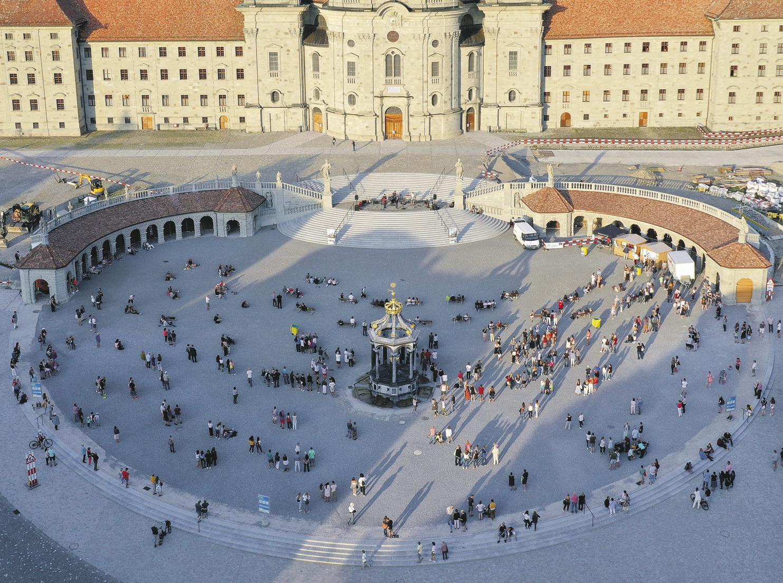 Die Einsiedler und Einsiedlerinnen entdecken gerade ihren Klosterplatz