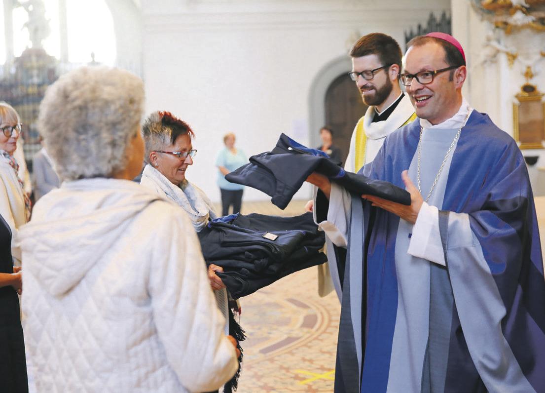 Die Klostergemeinschaft sendet  13 Auskunftspersonen aus