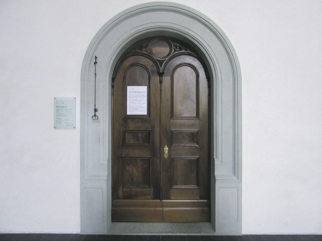 Ein offenes Ohr hinter einer offenen Tür