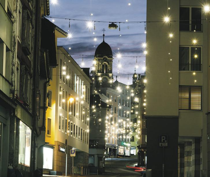 Weihnachtsbeleuchtung bringt Licht und Freude