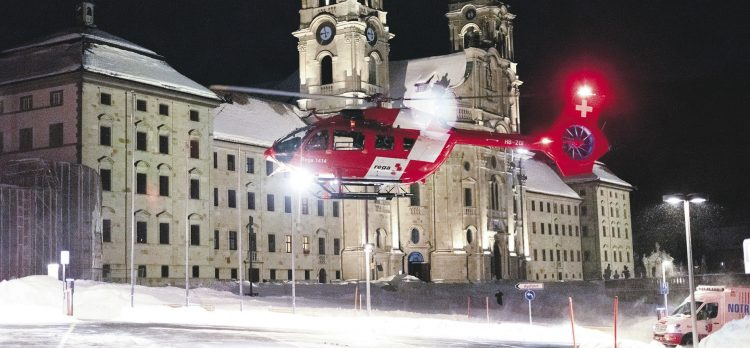 Rega-Hubschrauber landete  vor dem Klosterplatz