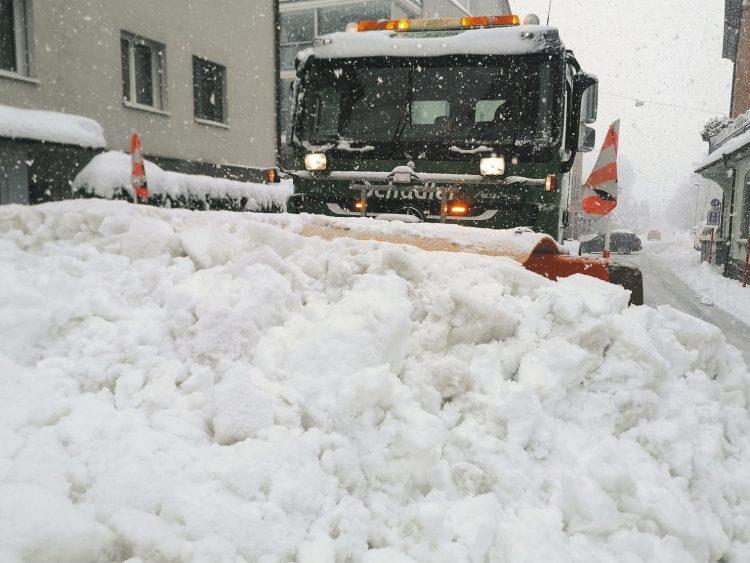 Im Schnee steckengeblieben