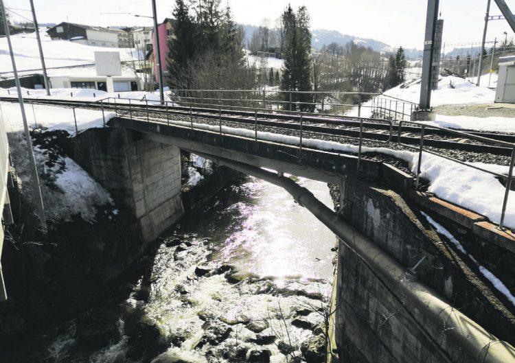 Südostbahn ersetzt in Biberbrugg  die 60-jährige Biberbrücke 1