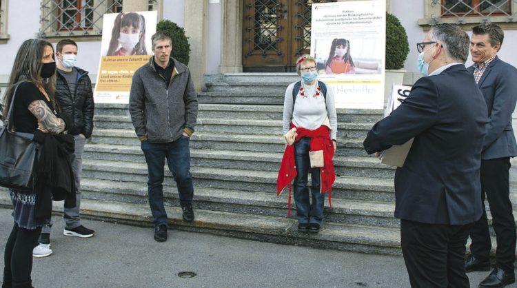 Petition «Keine Masken in der  Volksschule» wurde eingereicht