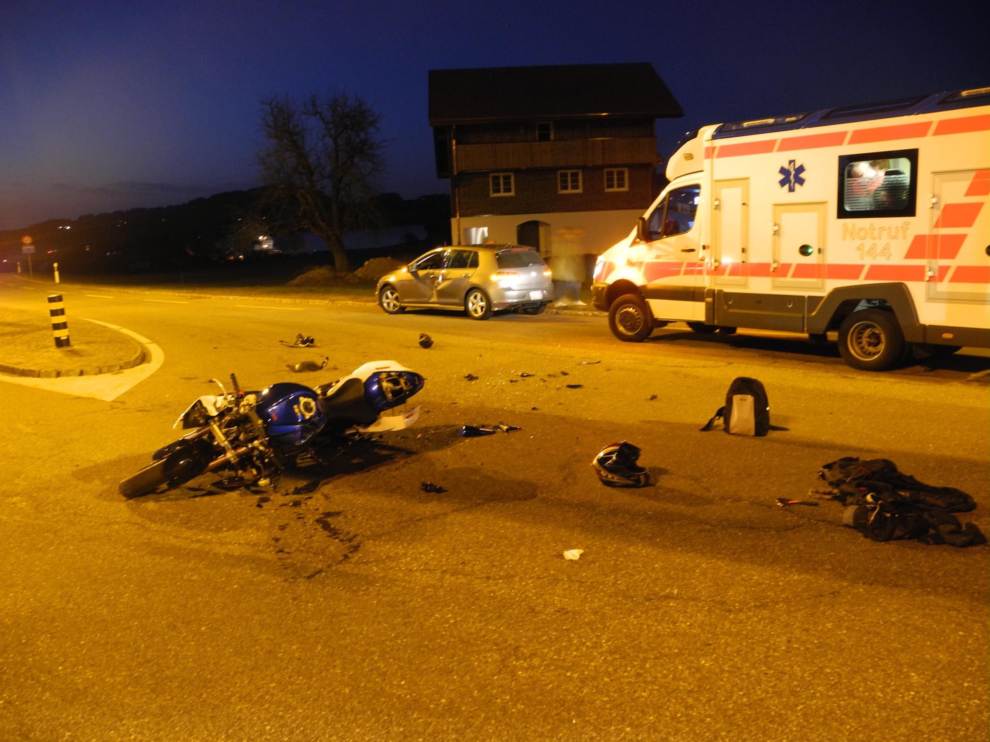 Einsiedeln: Motorradlenker bei Kollision erheblich verletzt