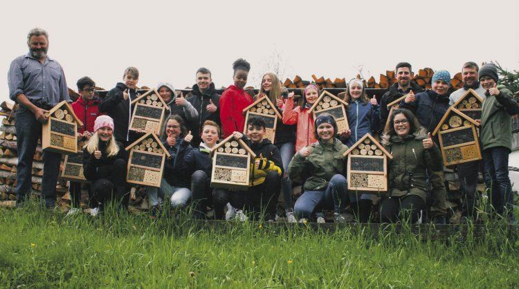 Rothenthurmer Schüler  helfen den Insekten