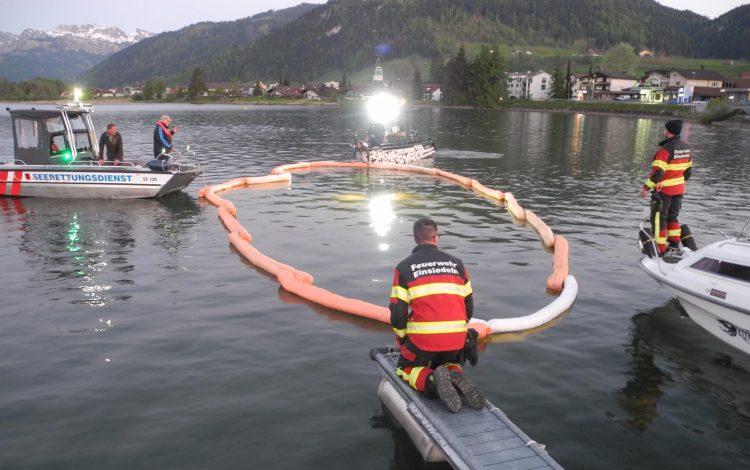 Abgestelltes Fahrzeug rollt in den Sihlsee