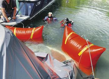 Boot sinkt im Hafen wegen Unwetter
