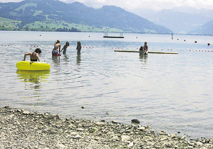Im Sihlsee lässt es sich weiterhin ausgezeichnet baden
