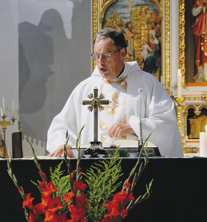 Pfarrer Viktor Hürlimann in Rothenthurm begrüsst