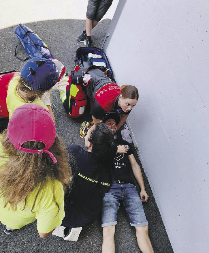 Wie der Sanitätsdienst am «Dorffest Einsiedeln» übt