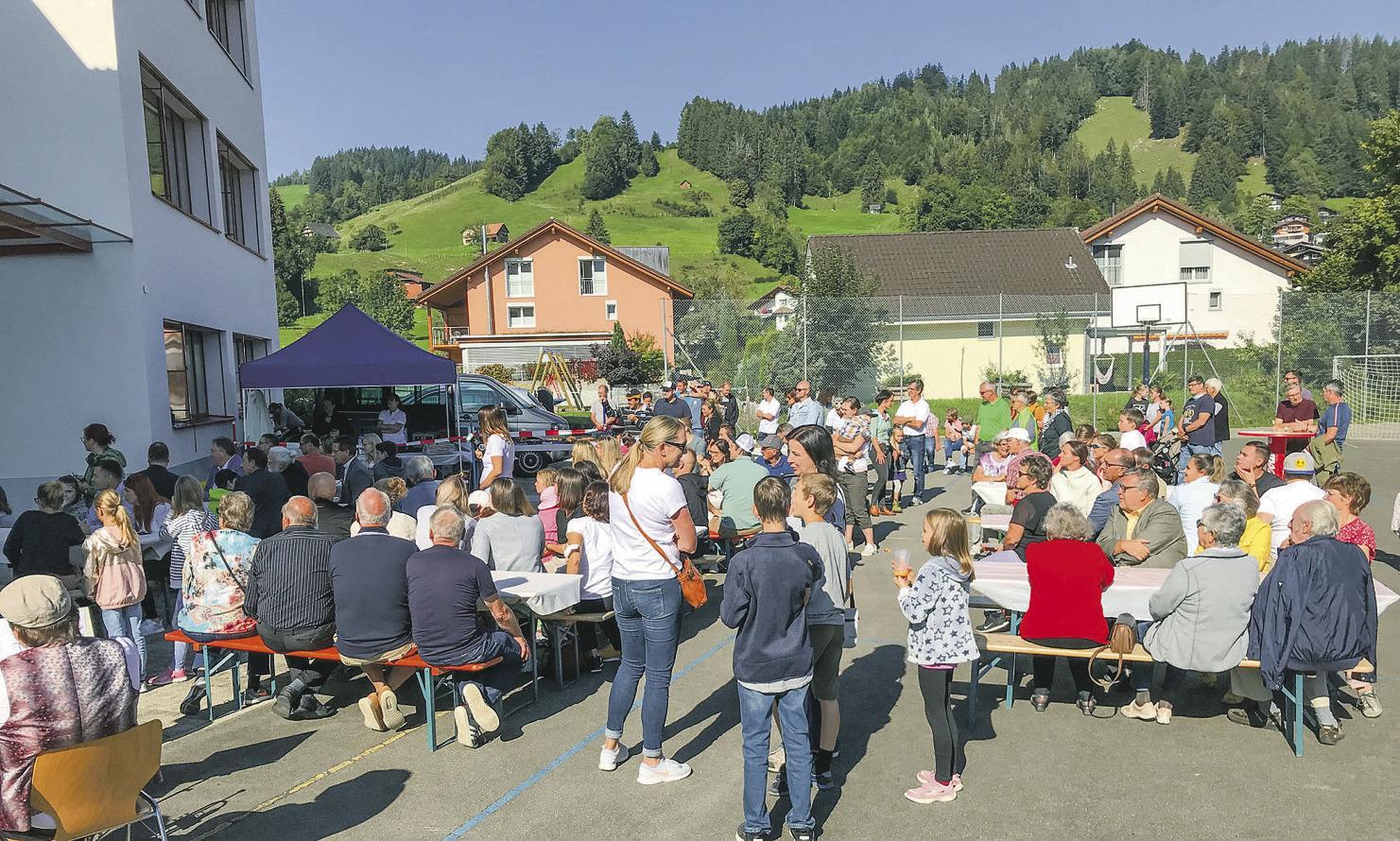 Erweiterung des Schulhauses  Gross feierlich eingeweiht