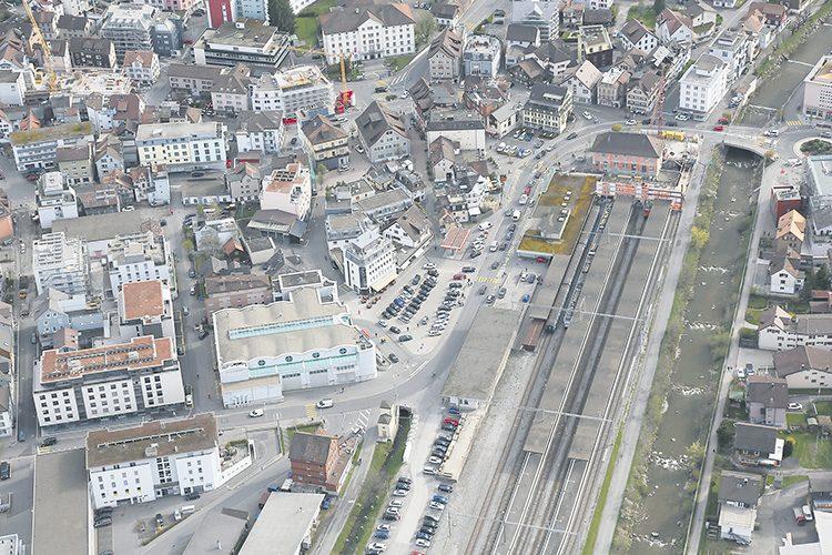 Den Einsiedler Bahnhof-Dialog wieder aufgenommen