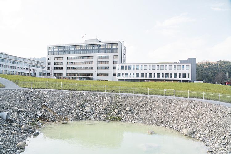 Defizitgarantie des Bezirks für das Spital in der Warteschlaufe