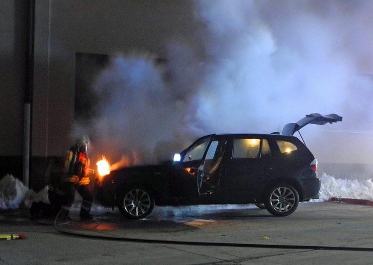 Oberarth: Personenwagen während der Fahrt in Brand geraten
