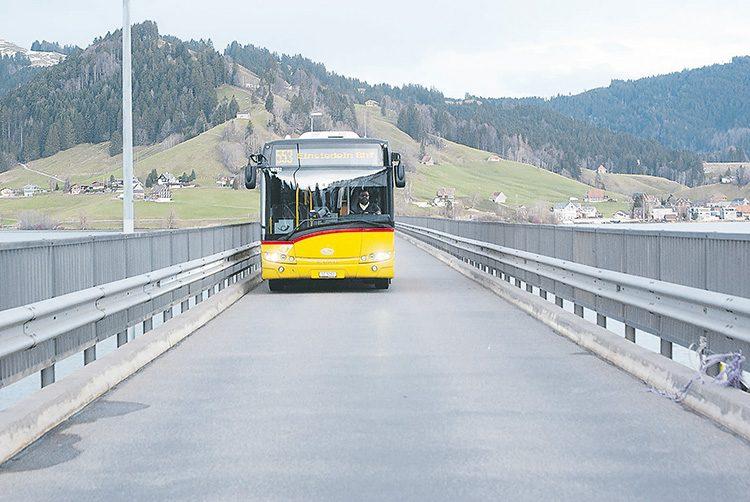 Vorrang für Postautos auf dem Willerzeller Viadukt